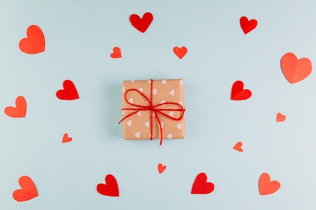 Verpakt cadeau voor valentijnsdag Gratis Foto