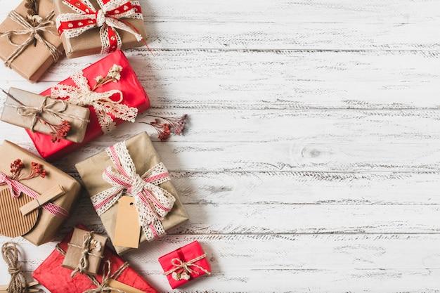 Verpakte geschenkdozen met kopie ruimte Gratis Foto