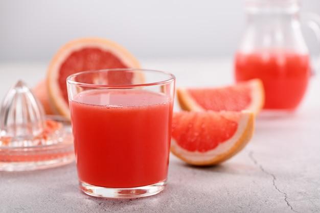 Vers bereid grapefruitsap Premium Foto