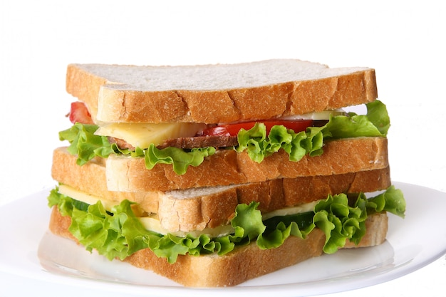 Vers broodje met groenten en tomaten Gratis Foto