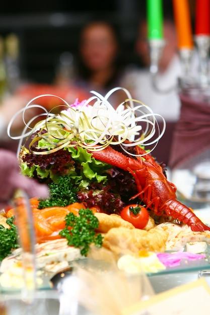 Vers en smakelijk eten op tafel Gratis Foto