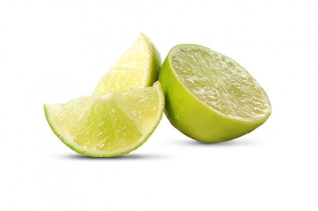 Vers geïsoleerd limoenfruit Gratis Foto