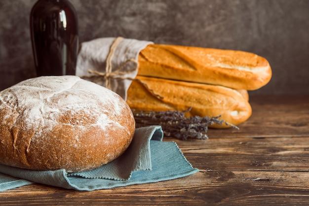 Vers gemaakt broodjesassortiment vooraanzicht Gratis Foto