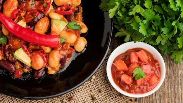 Vers mexicaans eten klaar om te worden geserveerd Gratis Foto