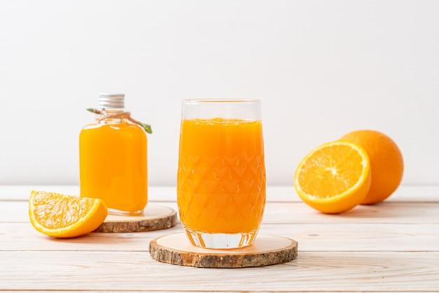 Vers sinaasappelsapglas Premium Foto