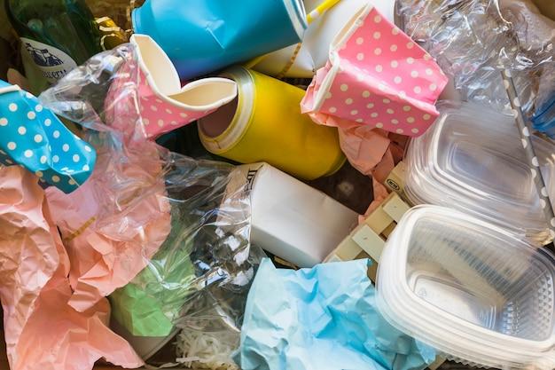 Verschillende afval in een stapel Gratis Foto