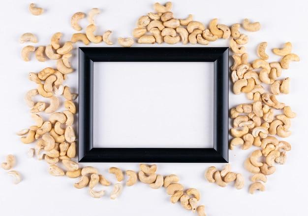 Verschillende cashewnoten met zwart frame Gratis Foto