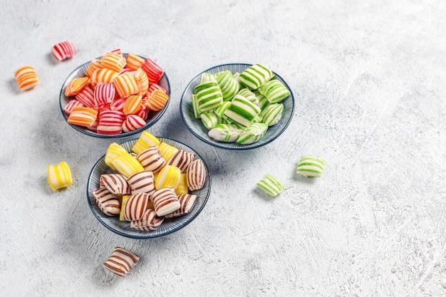 Verschillende kleurrijke suikersuikergoed Gratis Foto