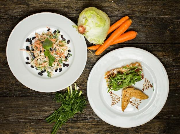 Verschillende saladesla en wortel Gratis Foto