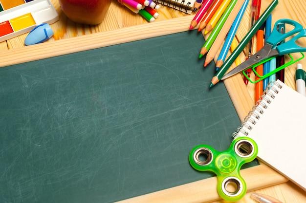 Verschillende schoolbenodigdheden Premium Foto