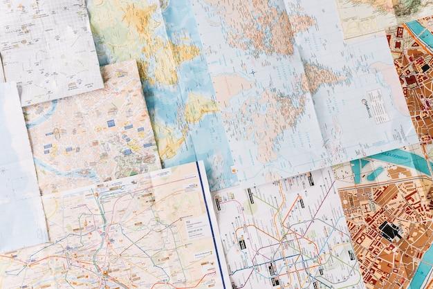 Verschillende soorten kaarten met straat in de stad; route en locatie Premium Foto