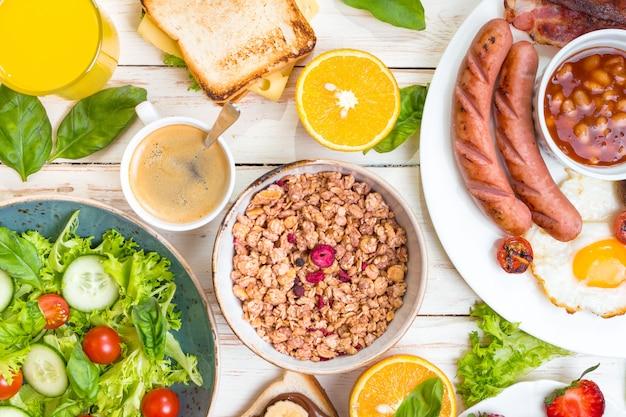 Verschillende soorten ontbijt of brunch Premium Foto