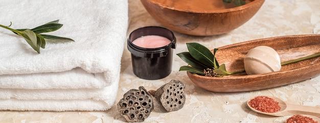 Verschillende spa en beauty bedreiging producten geïsoleerd op wit Premium Foto