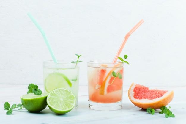Verschillende verfrissende citrusdranken Gratis Foto