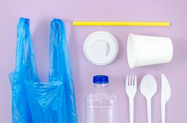 Verschillende wegwerp plastic en tas bestek Gratis Foto