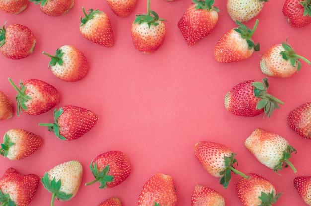 Verse aardbeienminnaar hartvorm Premium Foto
