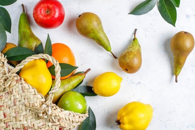 Verse biologische boerderij fruit, peren, kweepeer, bovenaanzicht Gratis Foto