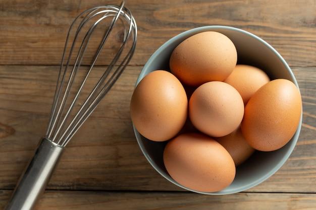 Verse eieren in kom. Gratis Foto
