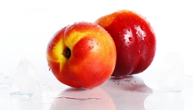 Verse en natte nictarinevruchten Gratis Foto