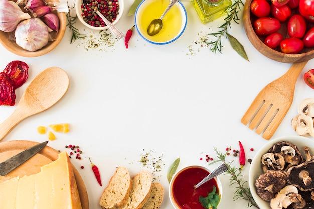 Verse ingrediënten op witte achtergrond met ruimte voor tekst in het midden Premium Foto