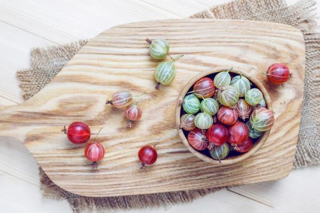 Verse organische zoete kruisbessen in kom Gratis Foto