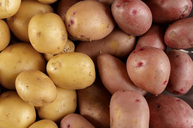 Verse rauwe aardappelen Premium Foto