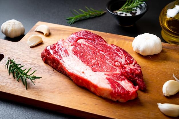Verse rauwe biefstuk Premium Foto