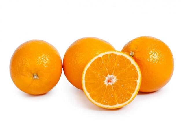 Verse sinaasappel geïsoleerd Premium Foto