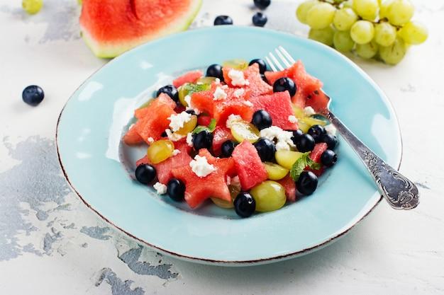 Verse watermeloen salade met feta Premium Foto