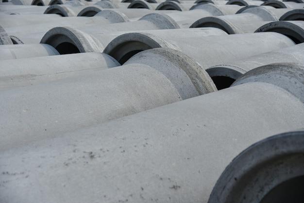 Versterkte betonnen buizen met grote diameter voor communicatie Premium Foto