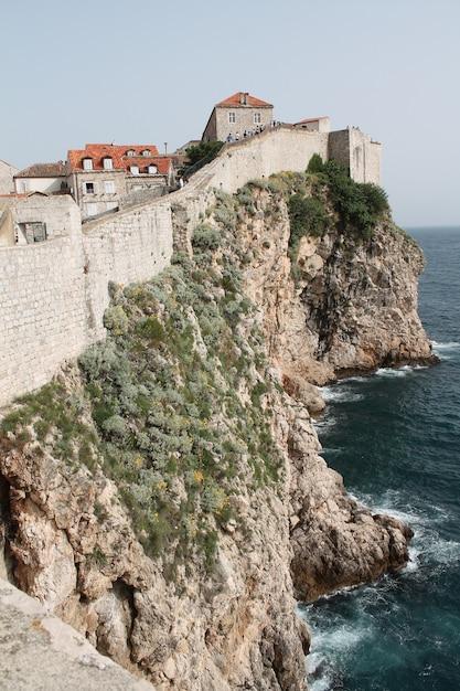 Verticaal schot van de muren van muralles de dubrovnik kroatië Gratis Foto