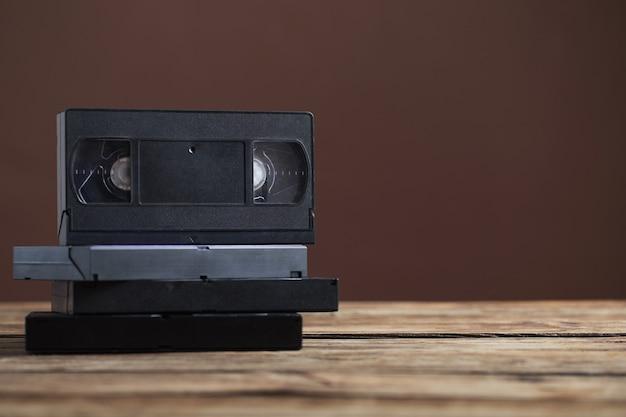 Videoband op oude houten tafel Premium Foto
