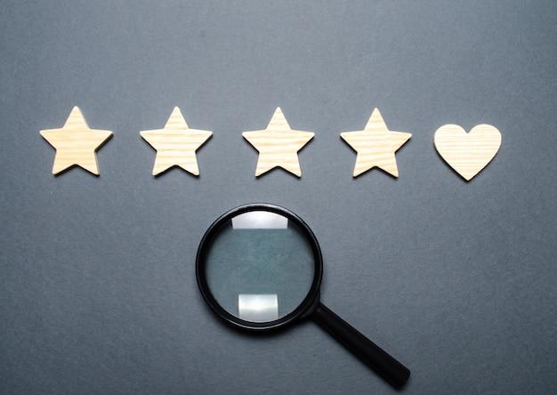 Vier sterren en een hart in plaats van de vijfde Premium Foto