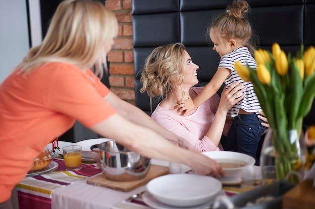 Viering van het ochtendpaasontbijt Gratis Foto