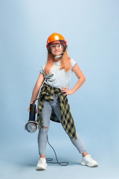 Vind mijn weg. meisje droomt van beroep van ingenieur. Gratis Foto