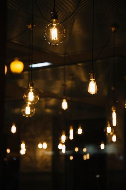 Vintage lampen in café Gratis Foto