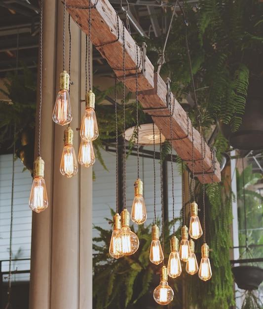 vintage verlichting decor in het cafe met retro filter afgezwakt gratis foto