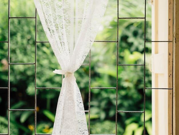 Vintage witte gordijnen op zacht licht venster. | Foto | Premium ...