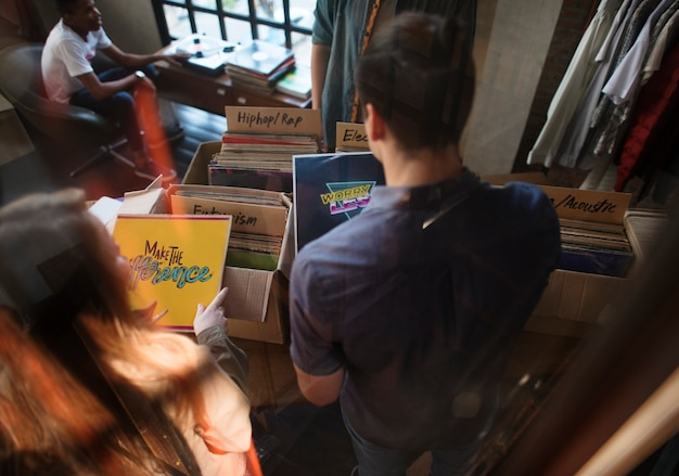 Vinyl platenwinkel muziek winkelen oldschool classic concept Premium Foto