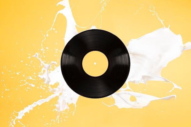 Vinylachtergrond met het morsen van vloeistof Gratis Foto