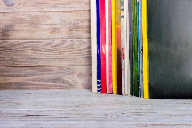 Vinylplaat voor een verzameling albums. ruimte voor tekst kopiëren. Premium Foto