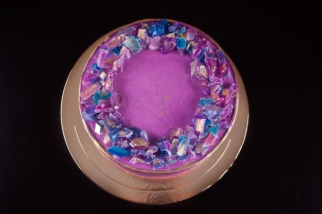 Violette cake met marmelade als amethist trendy decor voor cake Premium Foto
