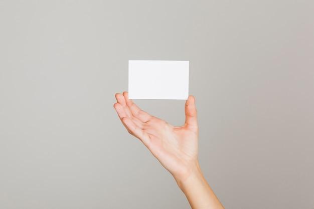 Visitekaartje en hand Premium Foto