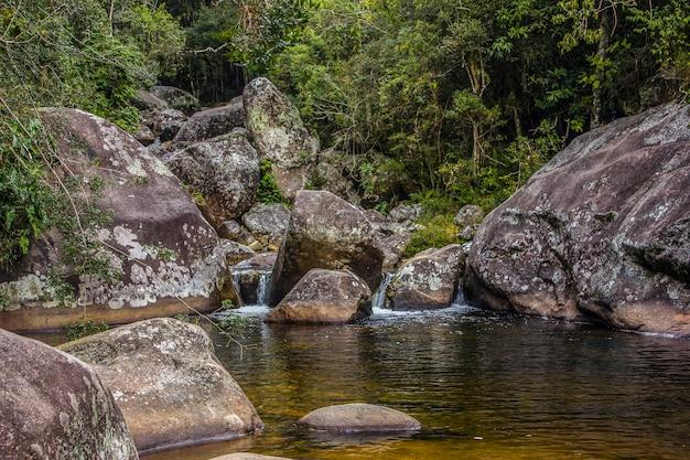 Visueel van het pad petropolis x teresopolis Premium Foto