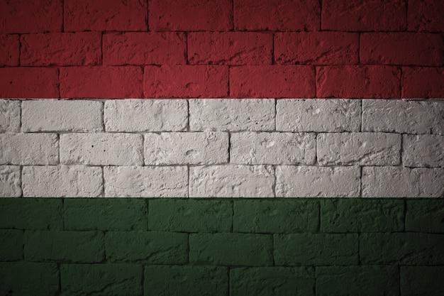 Vlag met originele verhoudingen. close-up van grungevlag van hongarije Premium Foto