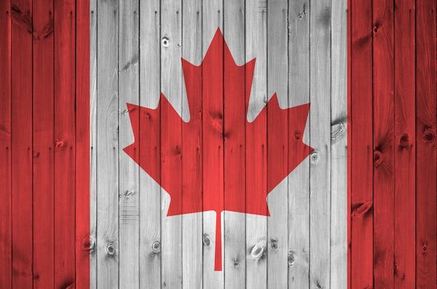 Vlag van canada op oude houten muur Premium Foto