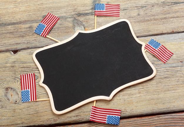 Vlag van de verenigde staten van amerika op houten achtergrond. usa vakantie van veteranen, memorial, independence en labor day. Premium Foto