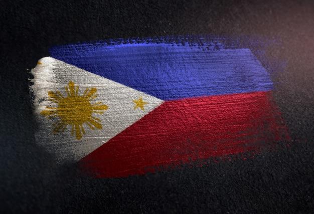 Vlag van filipijnen gemaakt van metallic penseel verf op grunge donkere muur Premium Foto