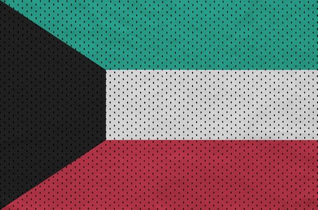 Vlag van koeweit gedrukt op een polyester nylon sportkledingweefsel Premium Foto