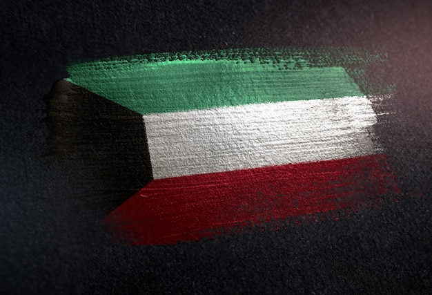 Vlag van koeweit van metaalborstelverf op donkere muur grunge wordt gemaakt die Premium Foto
